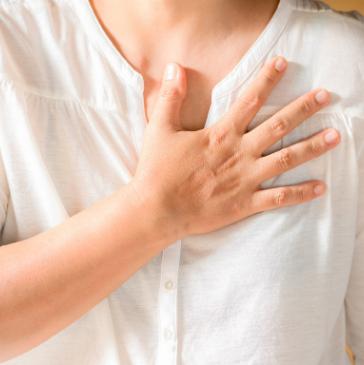 7 tanács, amely segít kínzó mellfájdalom esetén
